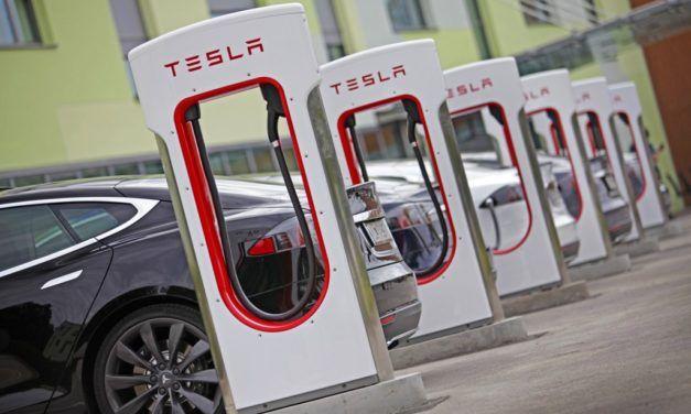 Tesla interdit aux chauffeurs professionnels l'utilisation de ses SuperChargers